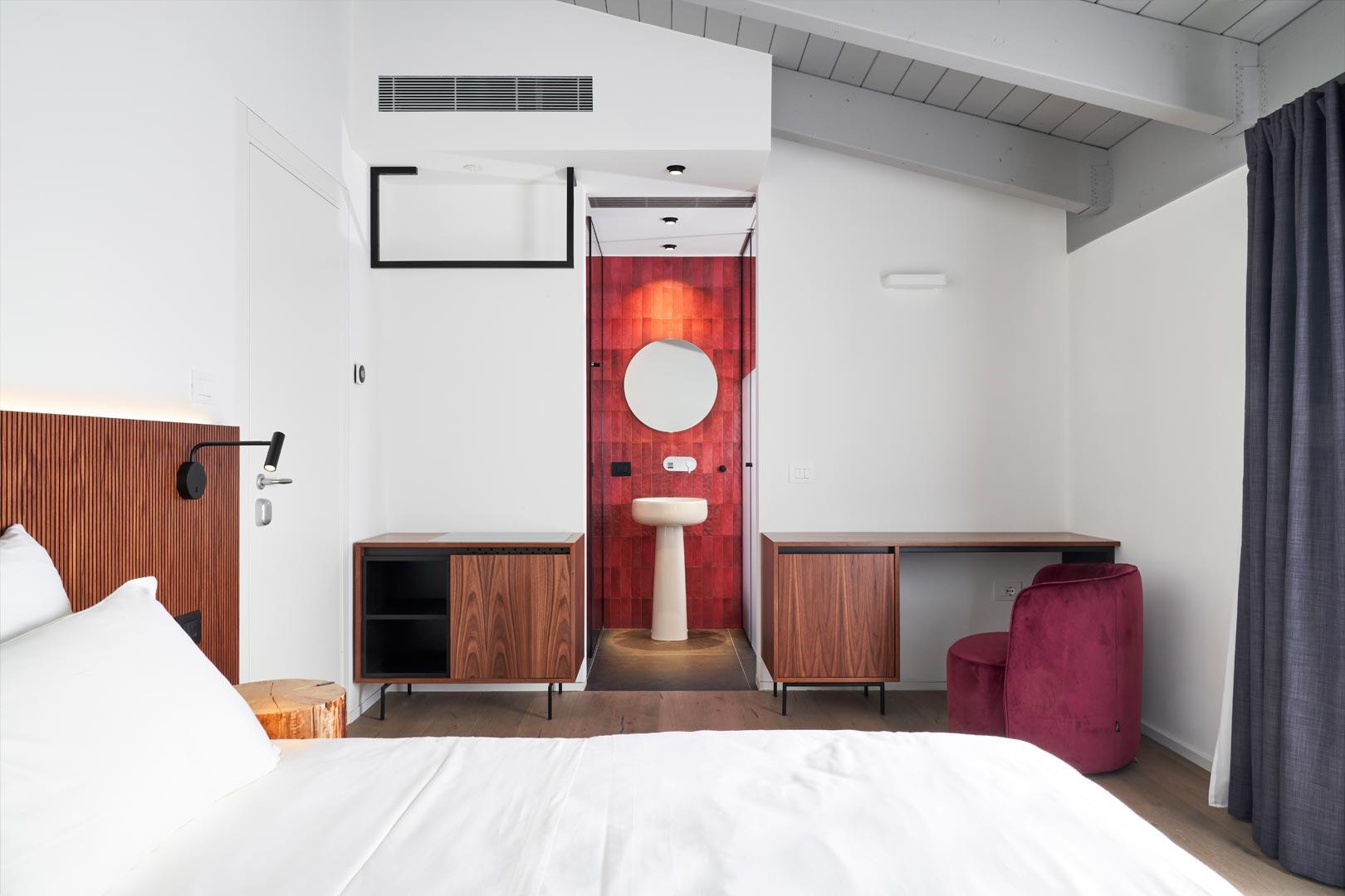 arredoluce-progettazione-illuminotecnica-realizzazioni-hotel-sirmione-1