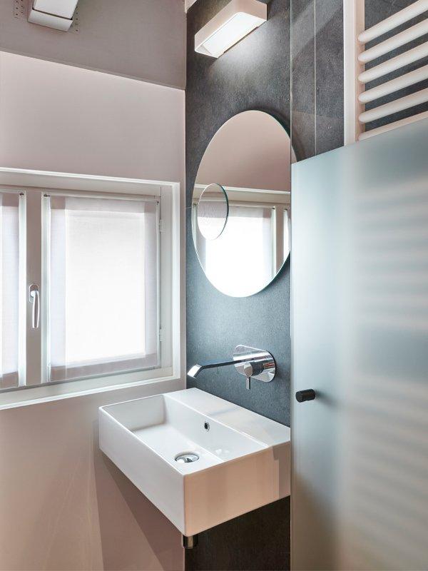 arredoluce-progettazione-illuminotecnica-realizzazioni-hotel-sirmione-gallery-vertical-5