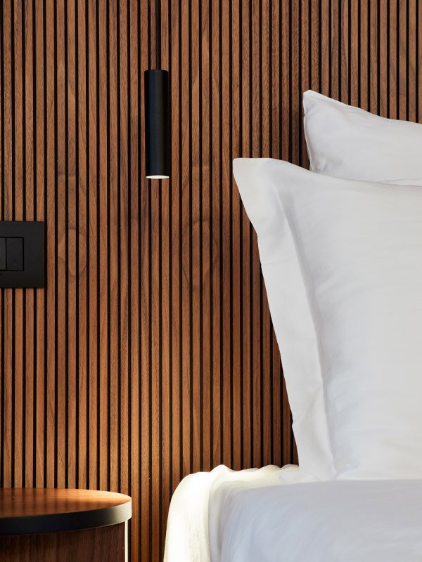arredoluce-progettazione-illuminotecnica-realizzazioni-hotel-sirmione-gallery-vertical-6