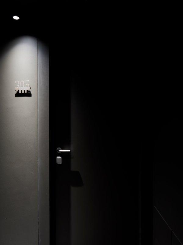 arredoluce-progettazione-illuminotecnica-realizzazioni-hotel-sirmione-gallery-vertical-8